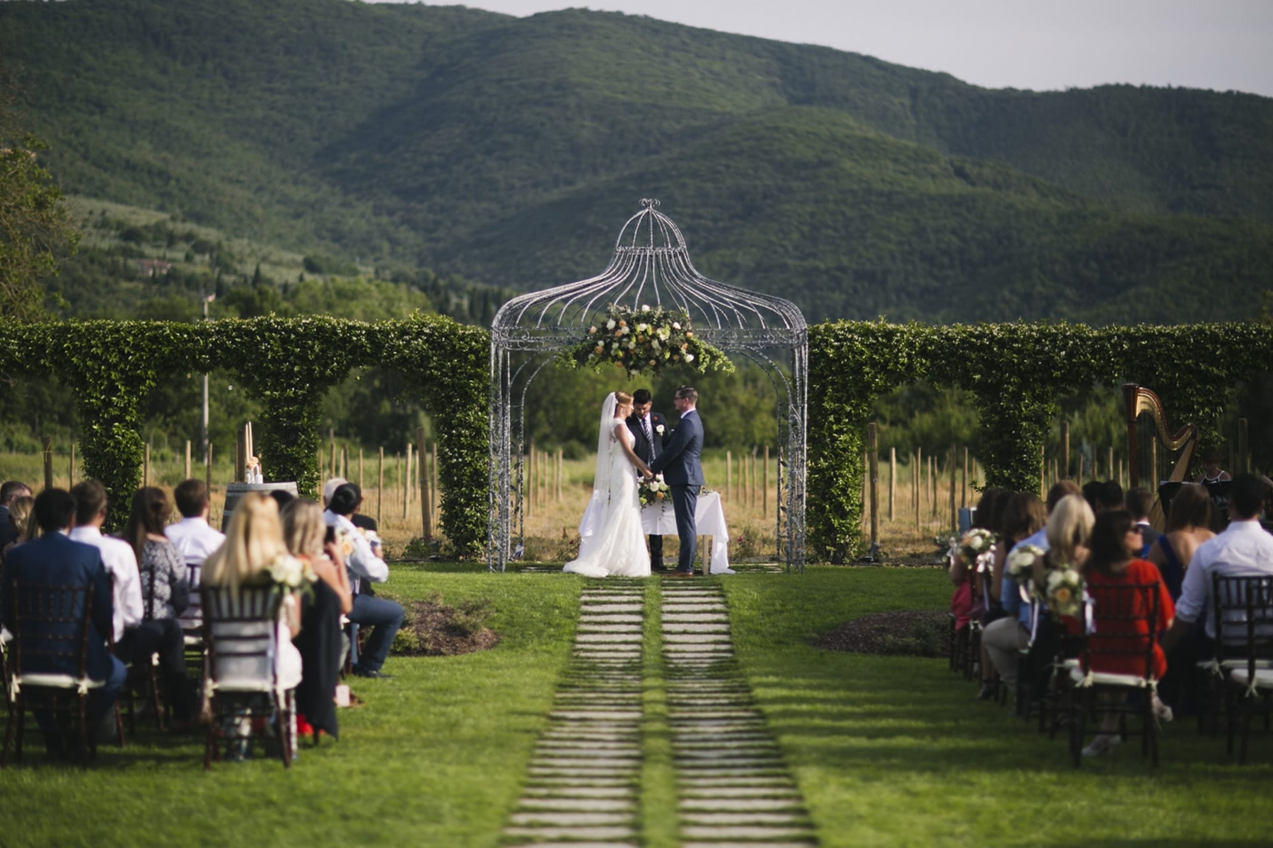 Matrimonio Cantina Toscana : Matrimonio a cortona in toscana famiglia buccelletti